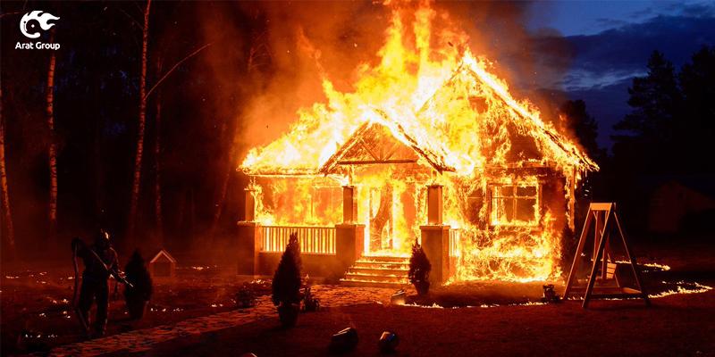 شمع روشن و وقوع آتش سوزی در خانه